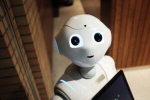 Nachodzi robo-sekretarka. Czy te z krwi i kości powinny szukać nowej roboty?