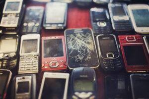 Abonament za złotówkę z… używanym smartfonem. Ale czy to ma sens?