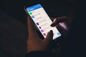 Telegram wprowadza opłaty, WhatsApp przekaże nasze dane Facebookowi, a Signal… się cieszy