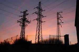 Prąd drożeje i drożeje. Czy własna produkcja energii jest rozwiązaniem?